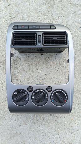 Konsola środkowa, panel klimatyzacji, przełączniki Avensis T22 I Lift.