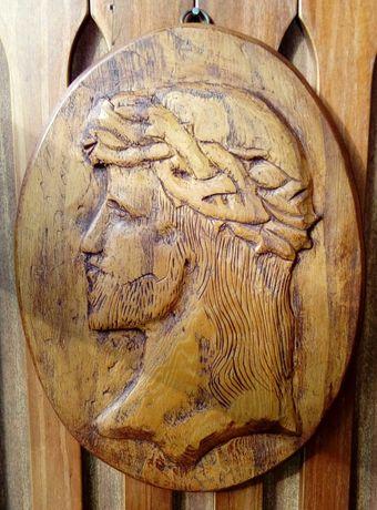 Stara drewniana płaskorzeźba