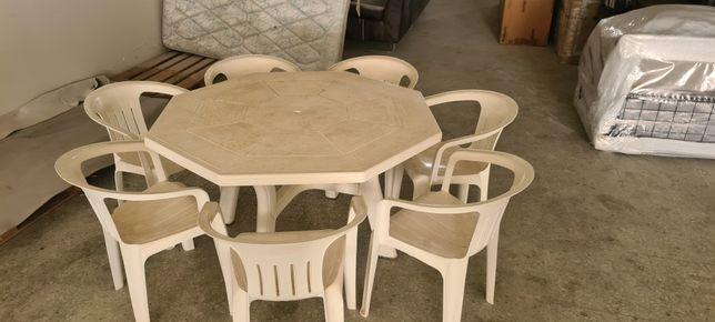 Mesa Jardim com cadeiras