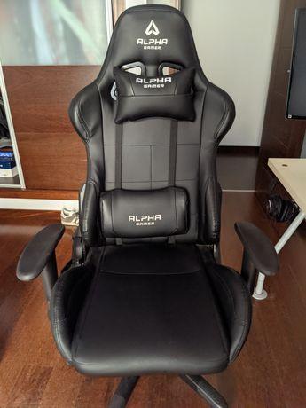 Cadeira e tapete gaming Alpha Gamer