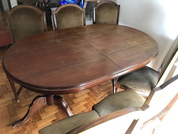 Mesa de jantar extensível e 8 cadeiras