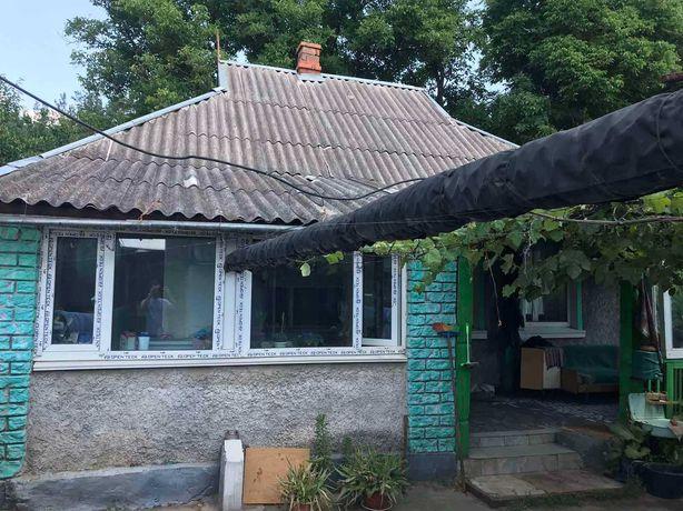 Дом в пригороде кривого рога, возле леса.