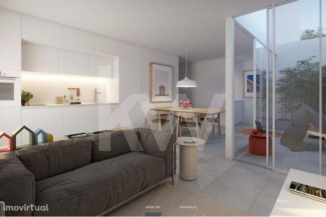 Apartamento T1 c/ jardim interior e lugar de garagem na Costa Nova