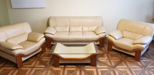 Skórzany zestaw wypoczynkowy. Sofa, dwa fotele oraz ława