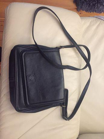 Skórzana mała czarna torebka