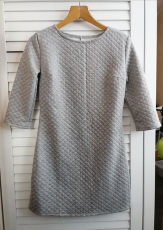 Luźna prosta pikowana szara sukienka