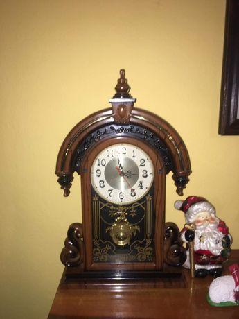 Brązowy plastikowy zegar imitacja drewna