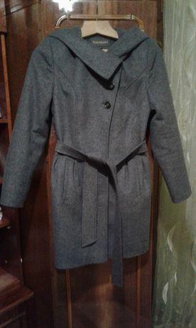 пальто шерстяное теплое с капюшоном
