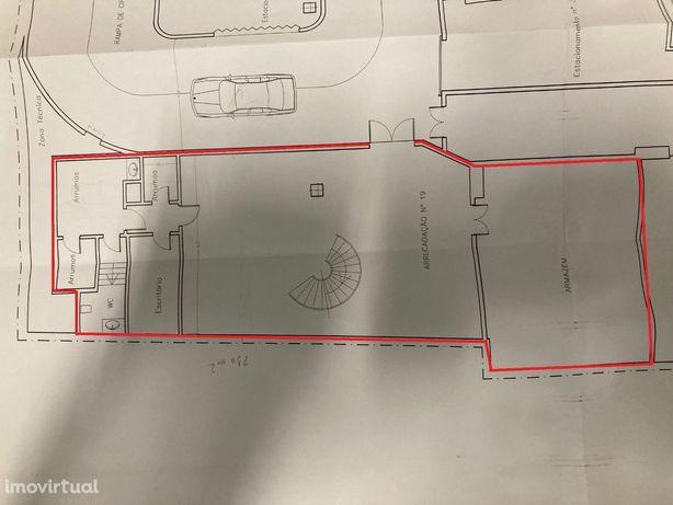 Armazém / Arrecadação com 210 m2 - Campo Pequeno