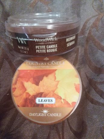 Unikat. Woodwick petite REDWOOD plus gratis Country Candle LEAVES.