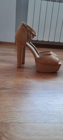 Sandały na słupku wysokie