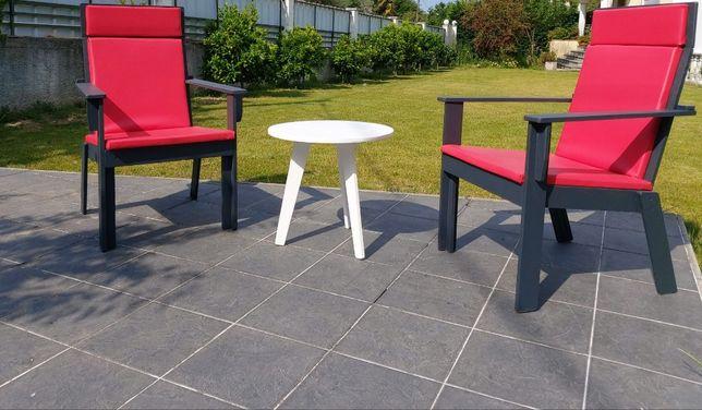 Cadeiras e mesa para esplanadas e jardins