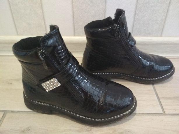 Ботинки лакованные