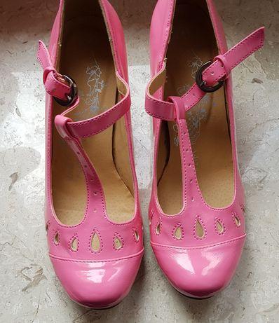 Różowe lakierowane buty rozmiar 35 vintage