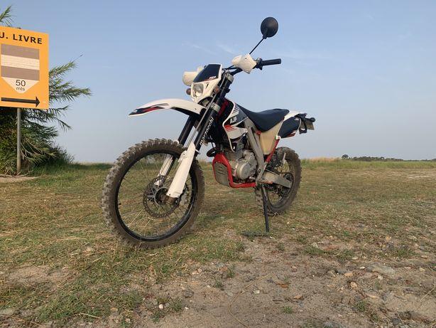 AJP PR4 125cc   Enduro Pro