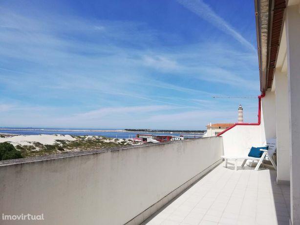 T3 Duplex com excelente vista mar na 1º linha da Praia da Barra