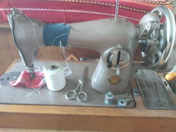 Продам швейную машинку Чайка-132Ь