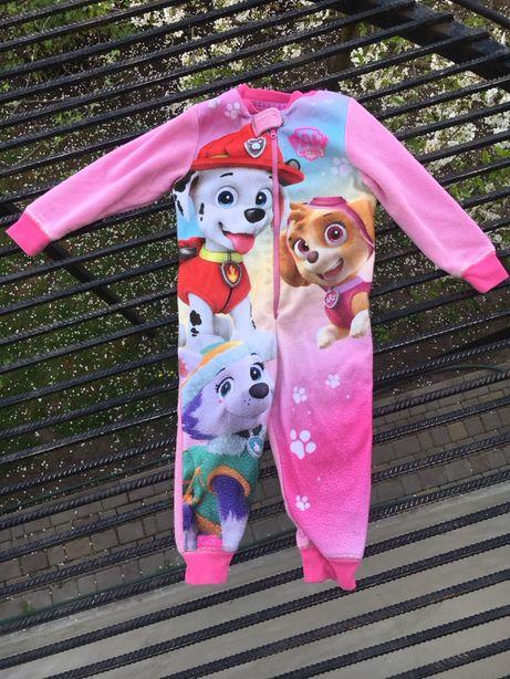 Одежа на дівчинку