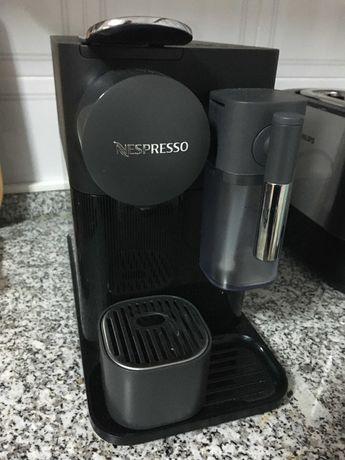 Máquina Nespresso Delonghi Lattissima One