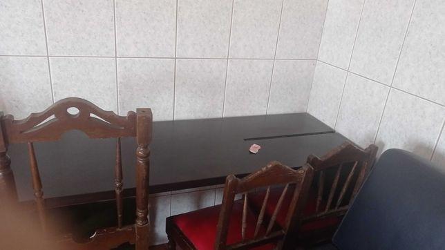 Duas camas com estrado e colchão escadas e secretária