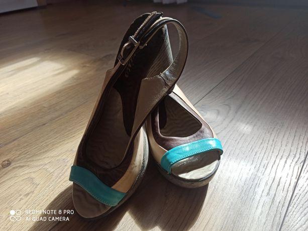 Sandałki wsuwane Karino