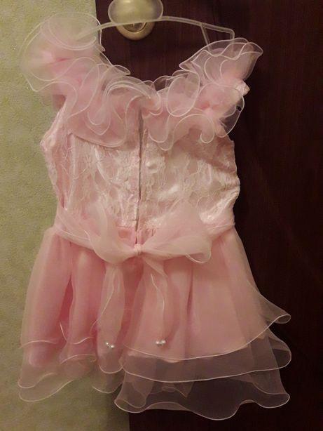Продается праздничное нарядное платье на девочку 3-4 лет