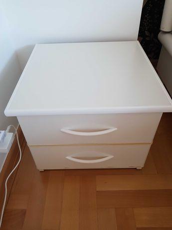 Szafka nocna z szufladami biała