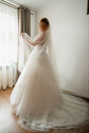 Весільна сукня + кільця та чехол