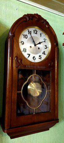 Piękny duży zegar baba wisząca