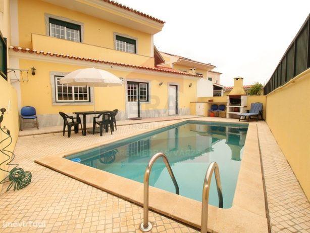 Moradia V4+3 com piscina. Ref. 210135