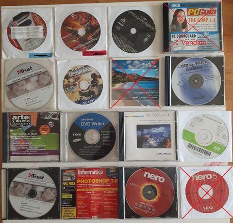 Lote de CD's e DVD's com programas para PC variados