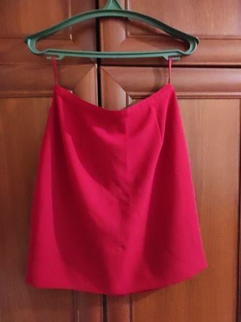 спідниця червоного кольору