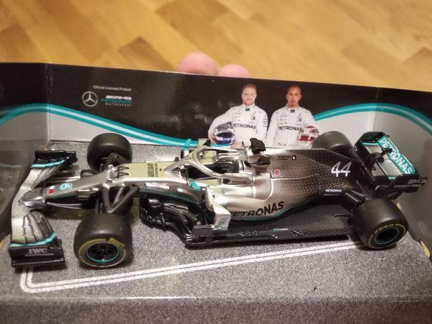Модель Formula 1 Mercedes W10