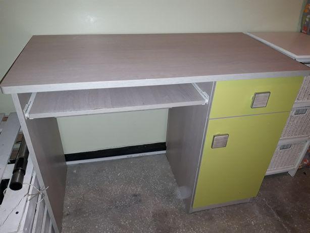 Sprzedam biurko z fotelem