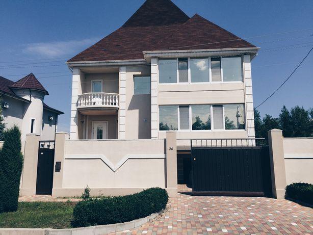 Продам дом с бассейном в Новоалександровке