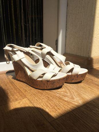 Женская обувь, отдам за шоколадку