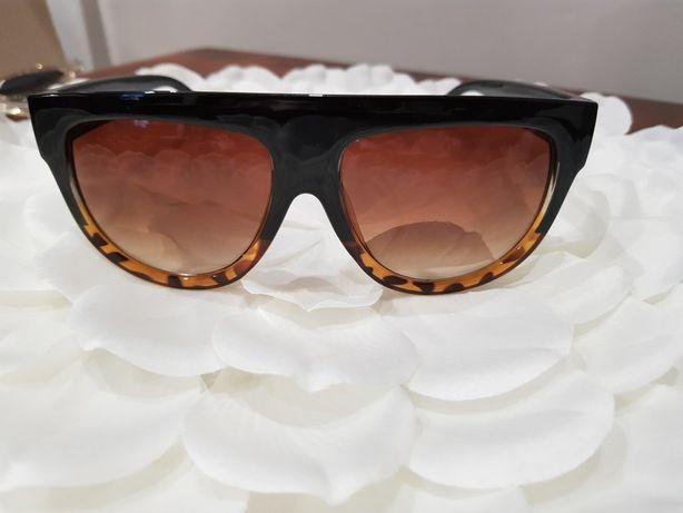 Duże okulary w panterkę