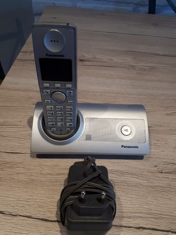 Dwa telefony stacjonarne.Polecam