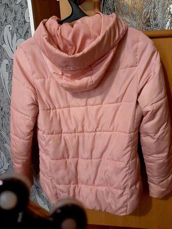 Продается женская куртка.