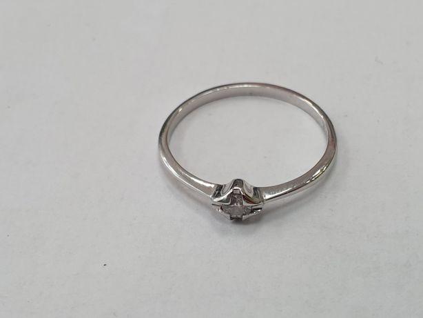 Kruk! Brylant! Piękny złoty pierścionek/ 585/ ~~0.1 CT/ białe/ 1.1 gra