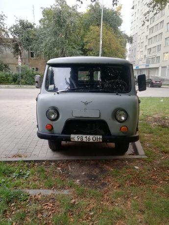 Автомобіль УАЗ 452 груз-пасаж