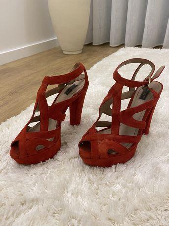 Sandalias Vermelhas Zara