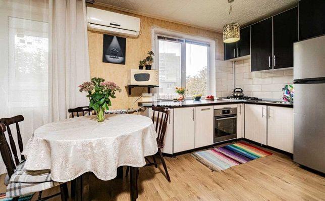 Продается уютная 2 ком. квартира на Павловом Поле,  метро 23 Августа
