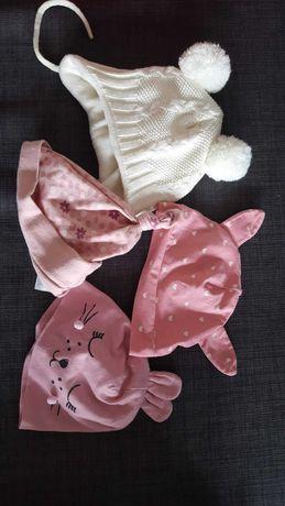 Ciepła czapka niemowlęca dla dziewczynki 62 - biała z pomponami