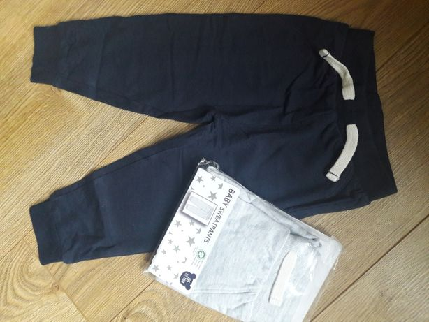 Dwie pary spodni dresowych  86