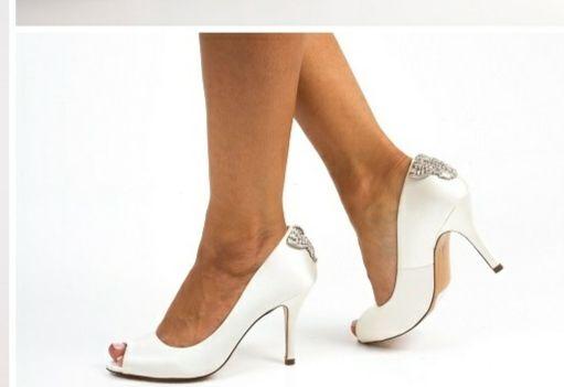 Buty ślubne Benjamin Adams London cena katalogowa: 1500 zł)