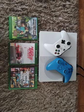 Xbox S +4gry+2 pady