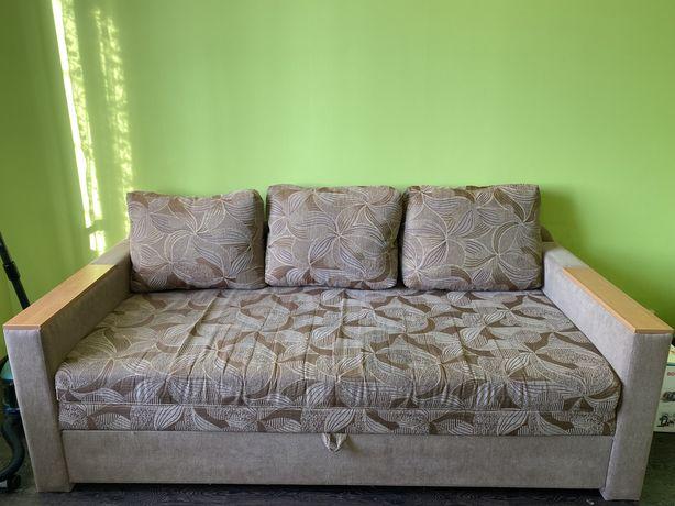 Большой диван диван в гостинную спальню