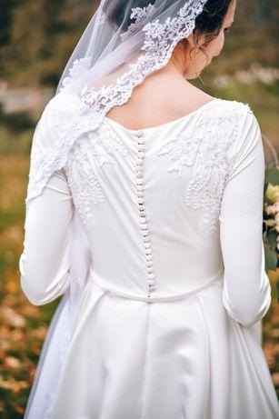 Продам весільне плаття - королівський атлас!