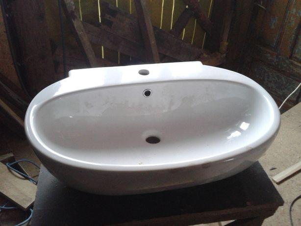 Umywalka blatowa lub wisząca